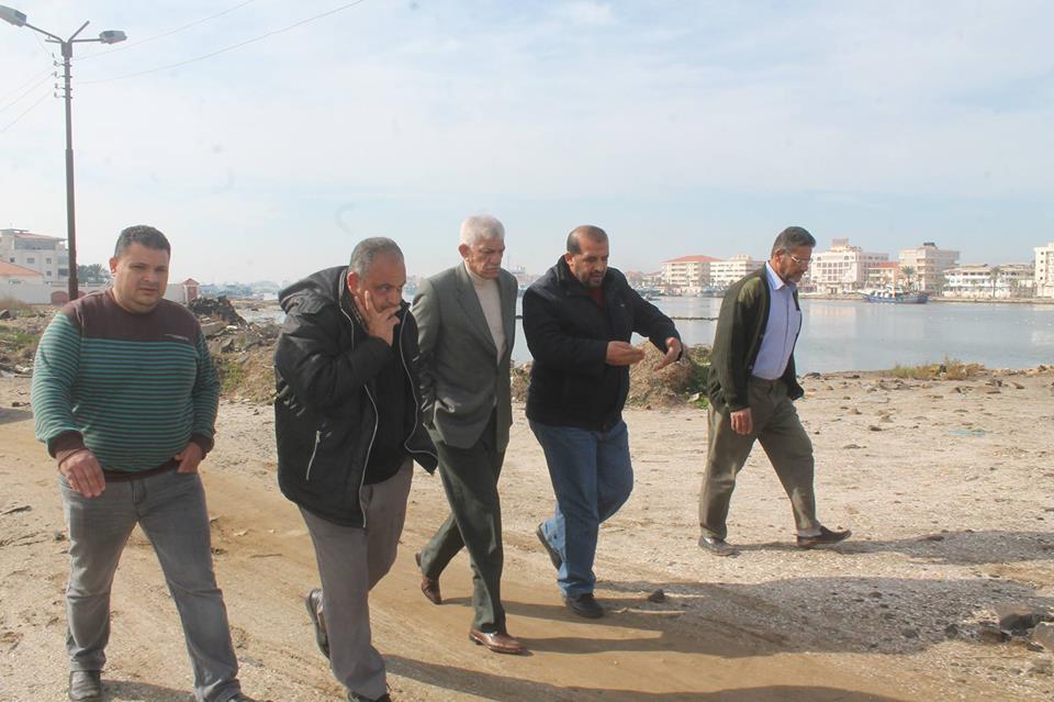 محافظ دمياط يوجه لجنة عاجلة  لبحث امكانية انتشال مركب الصيد الغارقة ببوغاز عزبة البرج